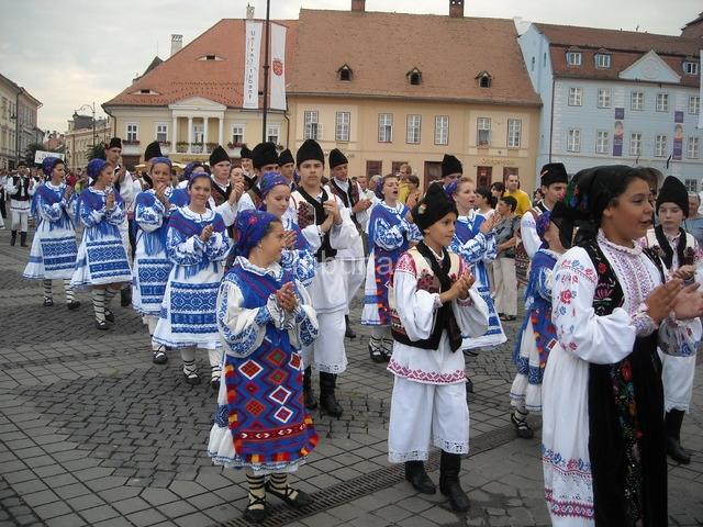 """SIBIU – Delicii gastronomice și folclorice, la Festivalul """"Cântecele Munților"""""""