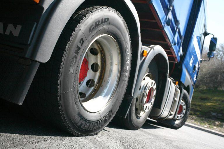 Cauți Anvelope de Camioane, de brand, pentru zeci de mii de km? Astea sunt cele mai eficienteCauciucuri Camioane!