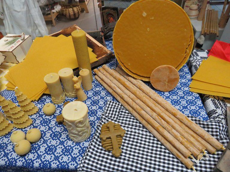 SIBIU – Atelier de extragere a mierii din faguri la Muzeul ASTRA