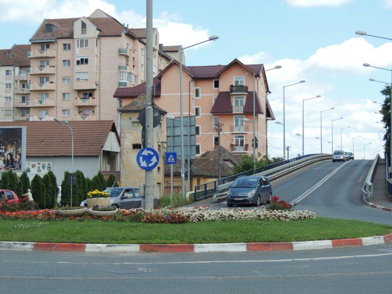 SIBIU – Viaductul spre Calea Șurii Mari și giratoriul de la intersecția străzilor Lungă și Rusciorului intră în reparații în această săptămână